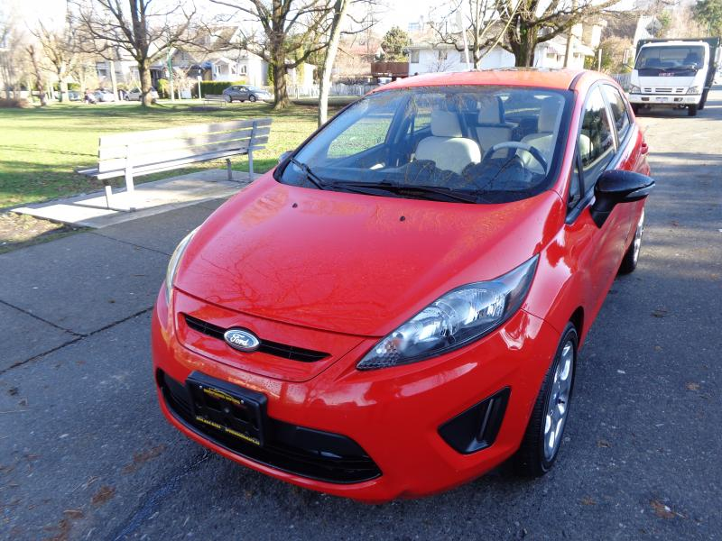 2012 Ford Fiesta SES, Red
